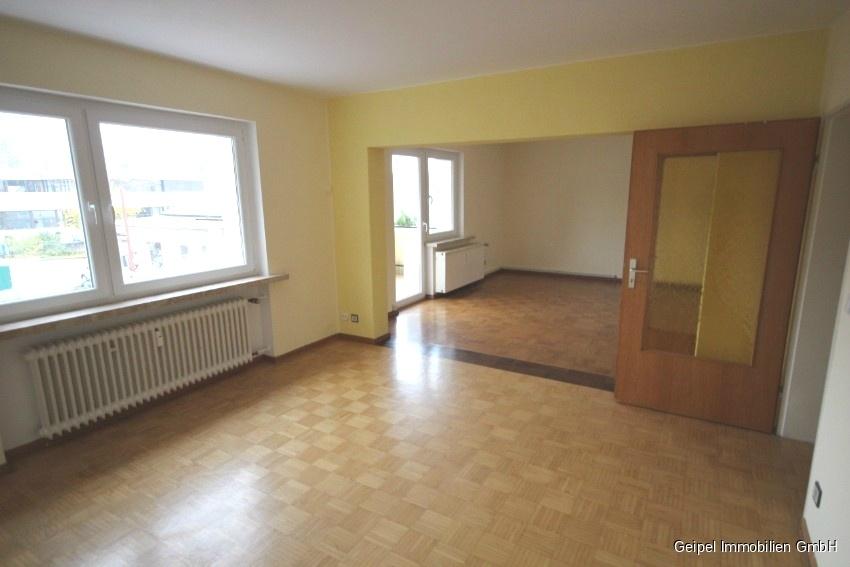 Mit Balkon und Einbauküche - Wohnbereich