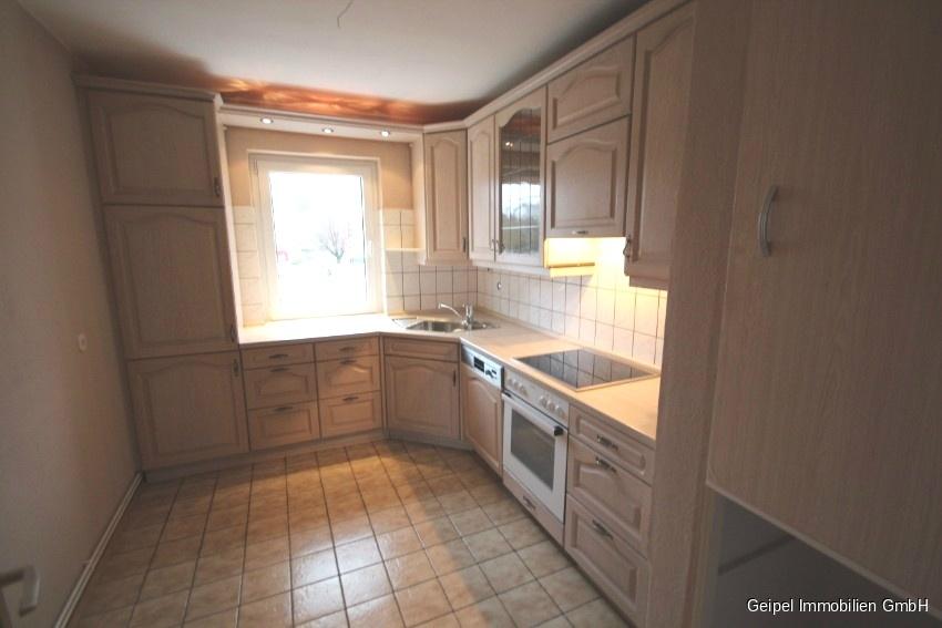 Mit Balkon und Einbauküche - Küche