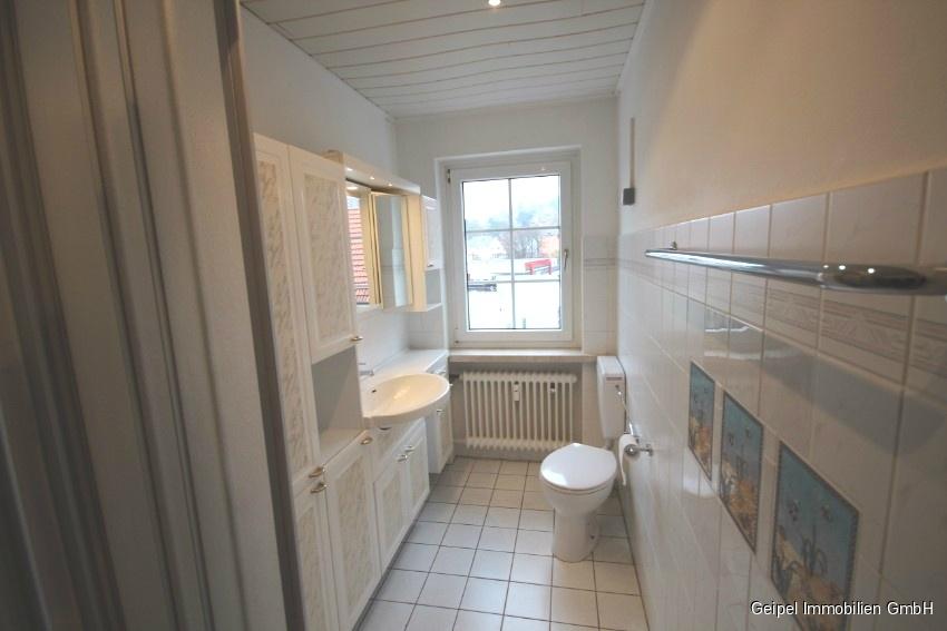 Mit Balkon und Einbauküche - Bad