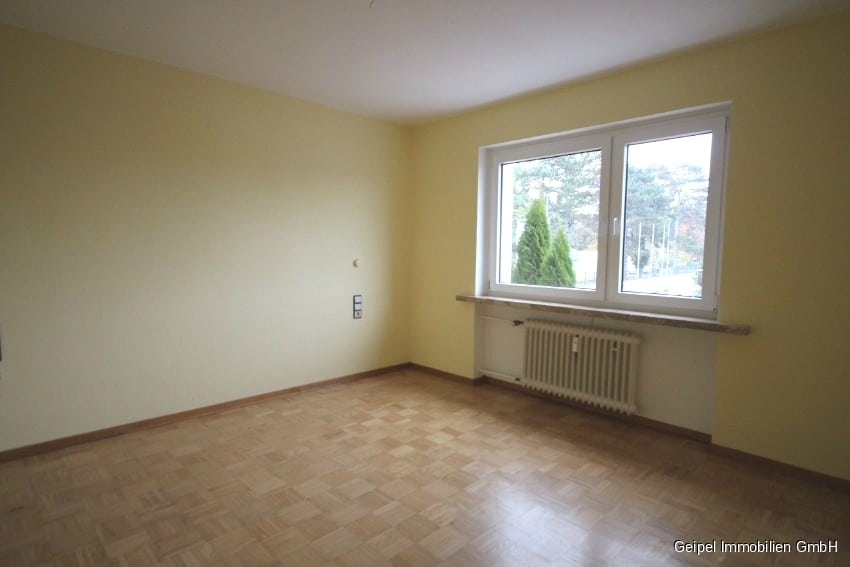 Mit Balkon und Einbauküche - Zimmer