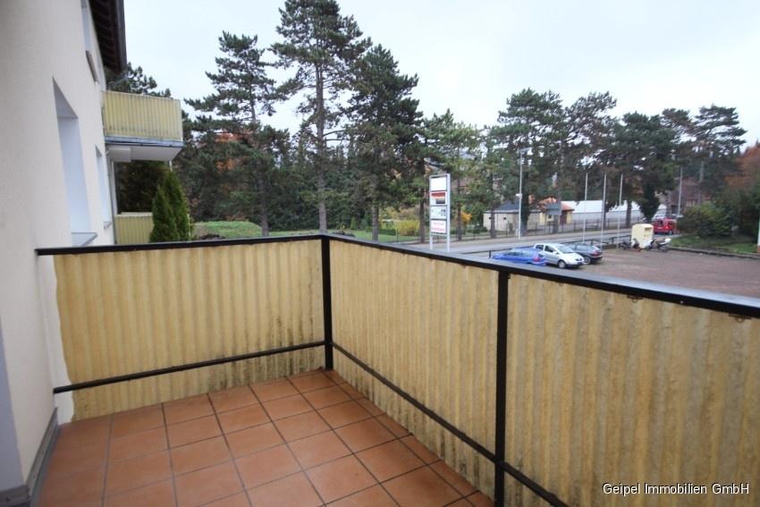 Mit Balkon und Einbauküche - Balkon