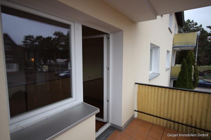 Mit Balkon und Einbauküche - Balkon Bild 2