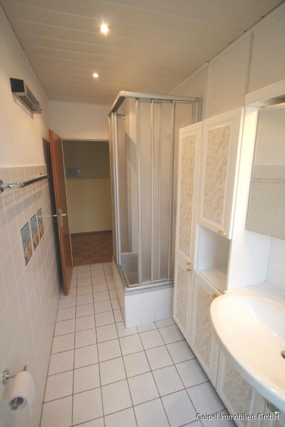Mit Balkon und Einbauküche - mit Dusche