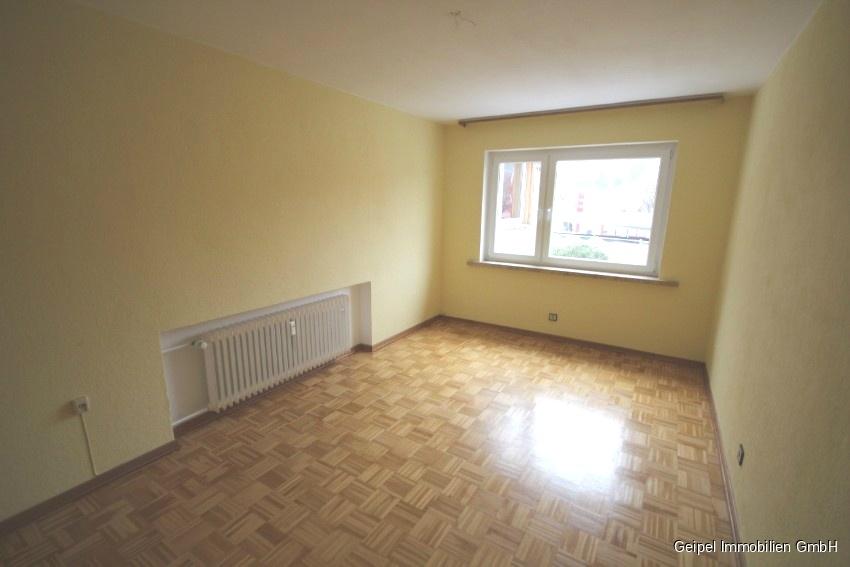 Mit Balkon und Einbauküche - Schlafzimmer