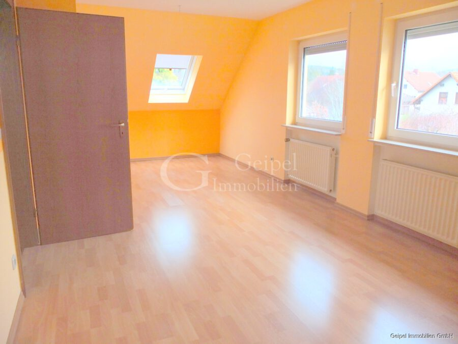 Haus zur Miete in Hasselroth - DG - großes Zimmer