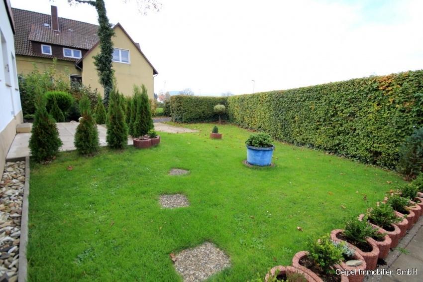 auf einer Ebene mit Terrasse und Mini-Garten - Garten im Sommer
