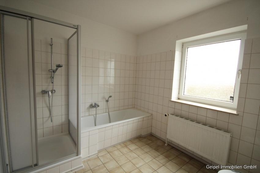 auf einer Ebene mit Terrasse und Mini-Garten - Bad mit Dusche und Wanne