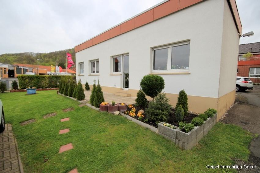 auf einer Ebene mit Terrasse und Mini-Garten - Bild aus dem Sommer