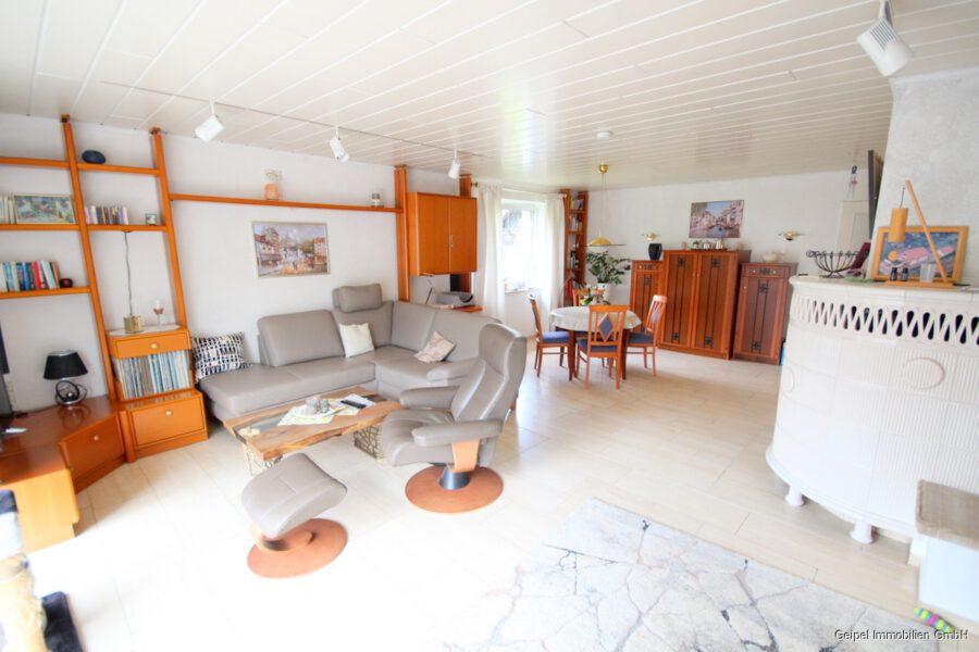 VERKAUFT Großes Einfamilienhaus ! - EG - Wohnzimmer mit Kachelofen