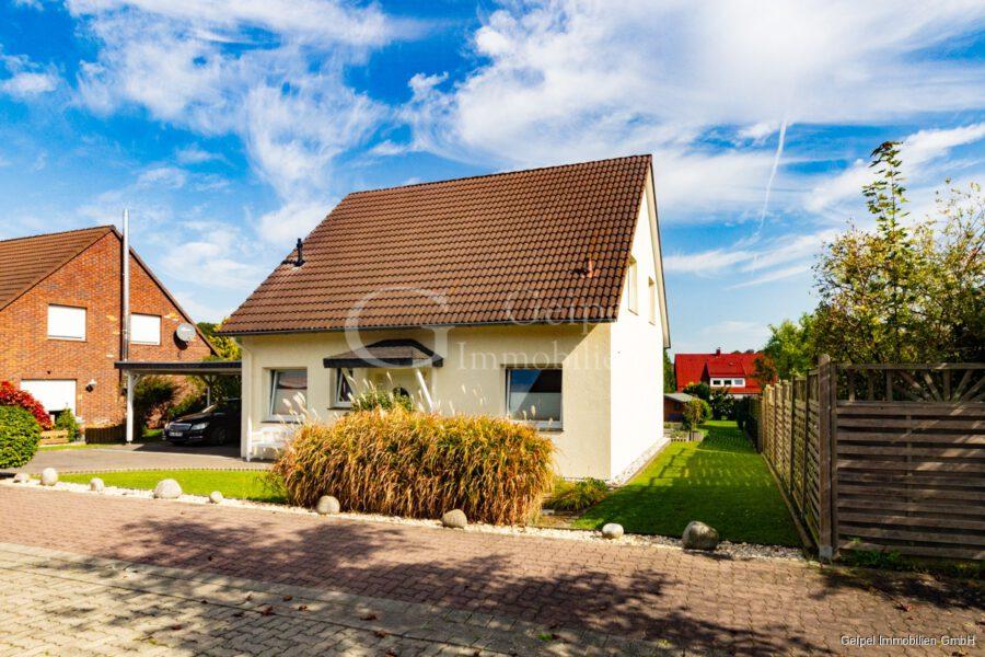VERMIETET Einfamilienhaus mit Garten und Carport - Front