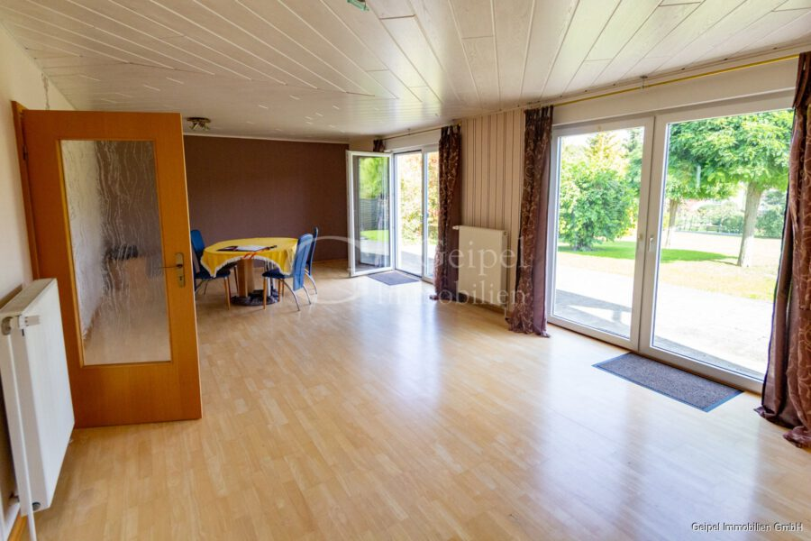 VERMIETET Einfamilienhaus mit Garten und Carport - Wohnzimmer