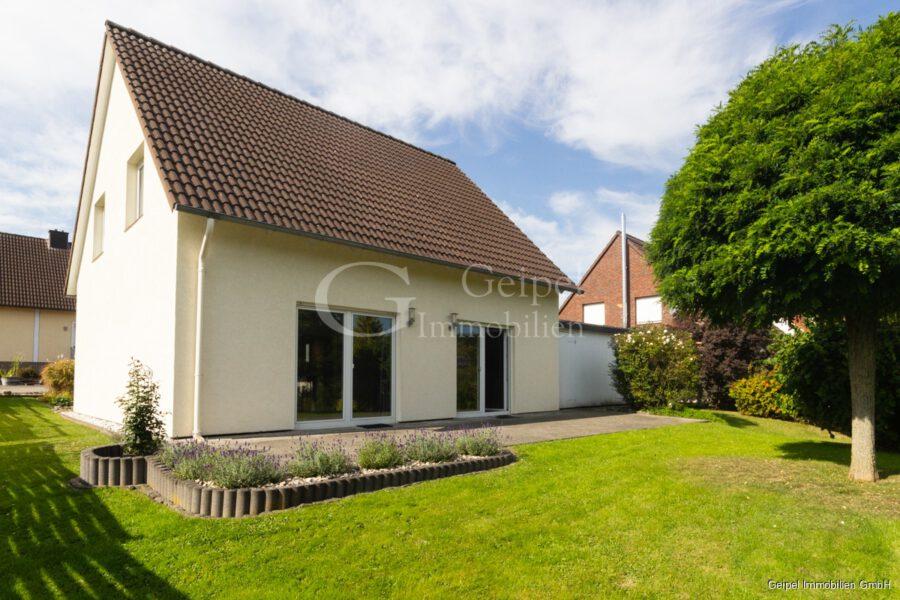 VERMIETET Einfamilienhaus mit Garten und Carport - Rückansicht
