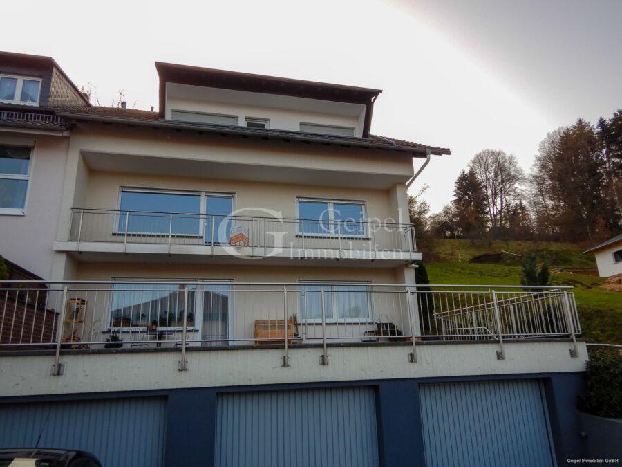VERMIETET Terrassenwohnung mit Balkon - Frontansicht
