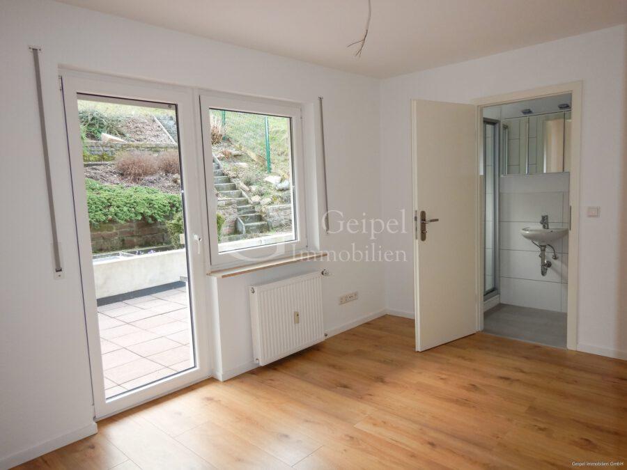 VERMIETET Terrassenwohnung mit Balkon - 2. Zimmer mit GästeWC und Dusche