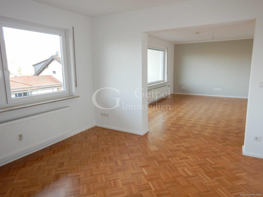 VERMIETET Terrassenwohnung mit Balkon - Wohn- Eßbereich