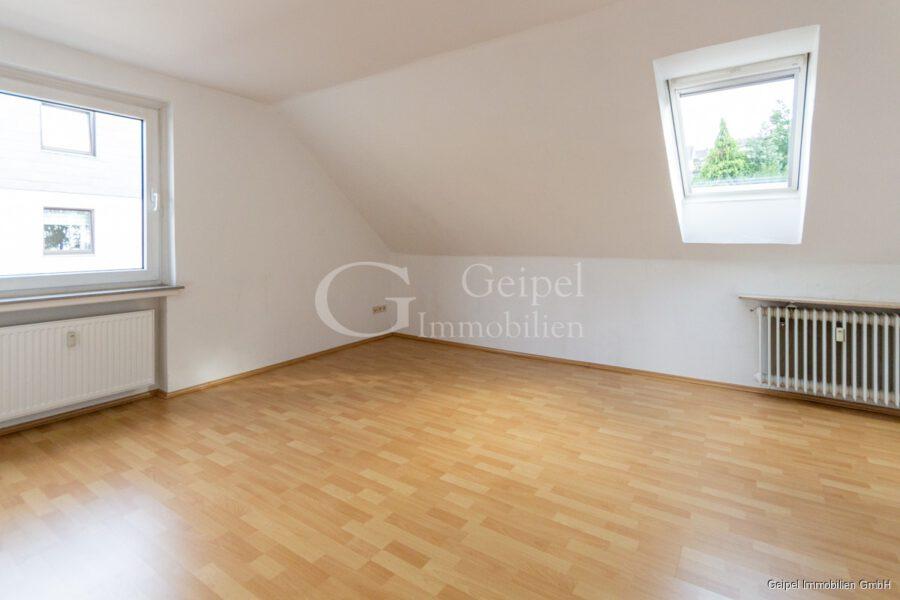 VERMIETET Hübsch, klein, überschaubar, mit Einbauküche - Wohnzimmer