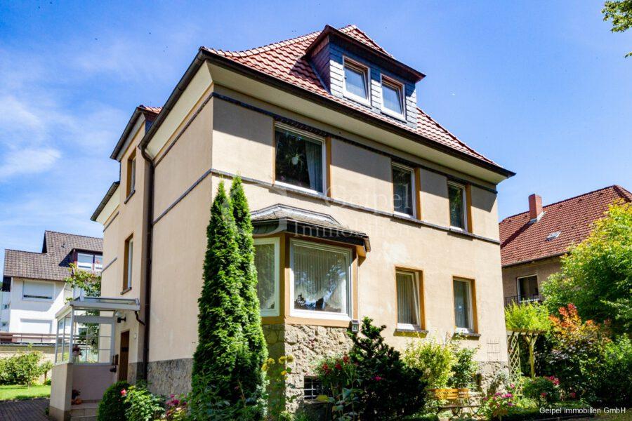 VERMIETET Wohnung mit Treppenlifter - Frontansicht