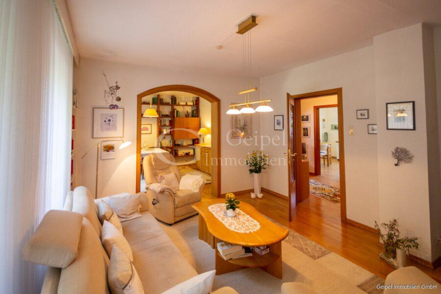 VERMIETET Wohnung mit Treppenlifter - OG - Wohnzimmer Bild 2