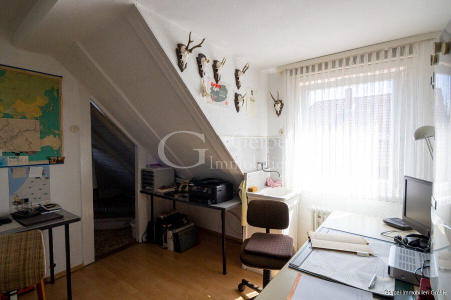 VERMIETET Wohnung mit Treppenlifter - DG - Büro