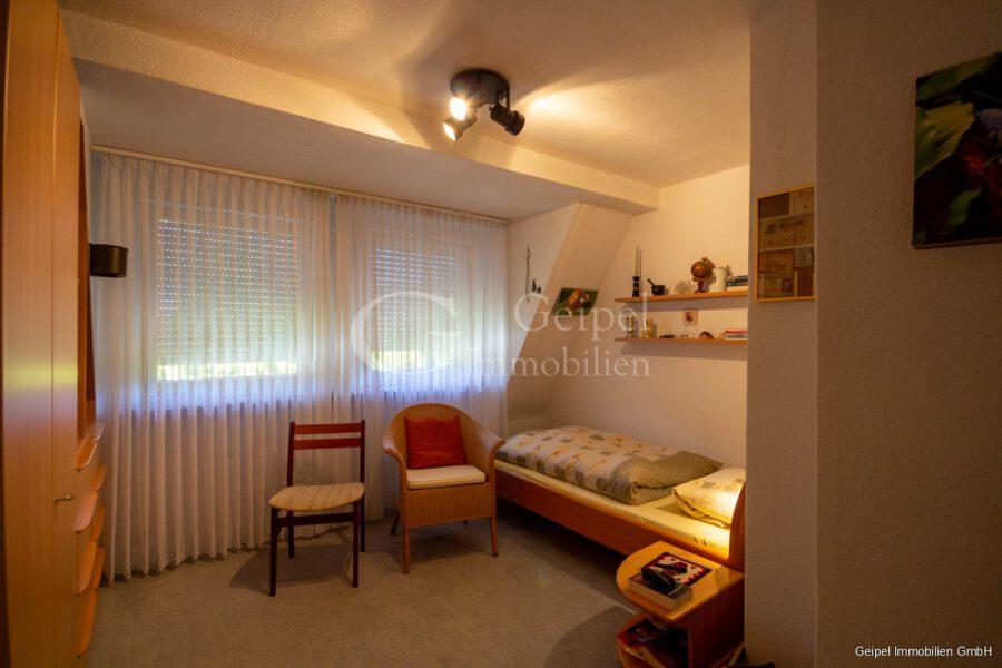VERMIETET Wohnung mit Treppenlifter - DG - Zimmer 2
