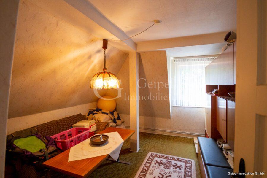 VERMIETET Wohnung mit Treppenlifter - DG - Zimmer