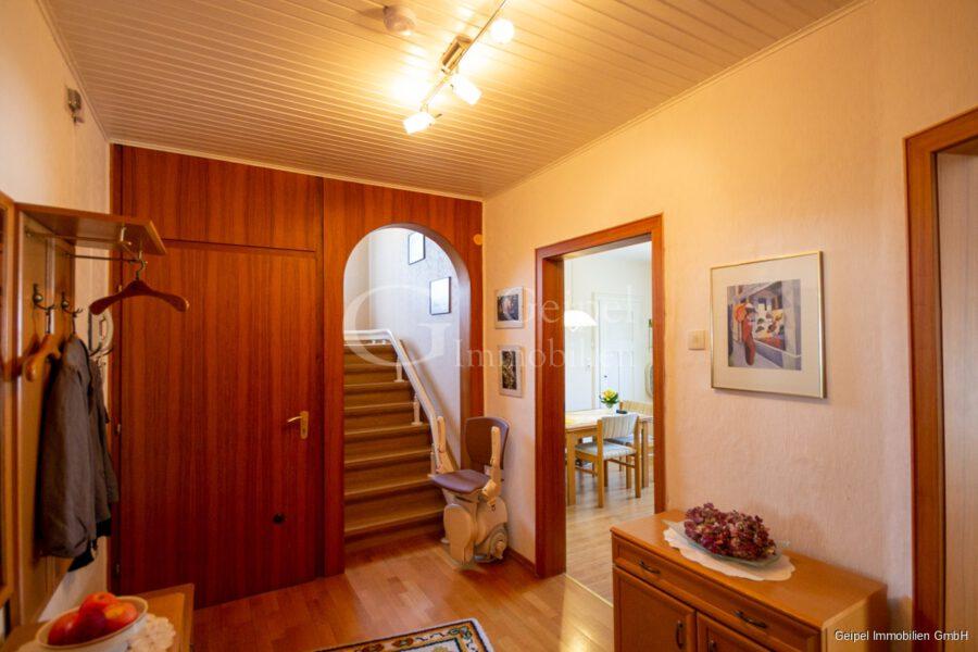 VERMIETET Wohnung mit Treppenlifter - OG - Flur