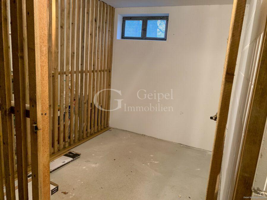 VERMIETET Neuer Fußboden - neues Bad - Kellerraum