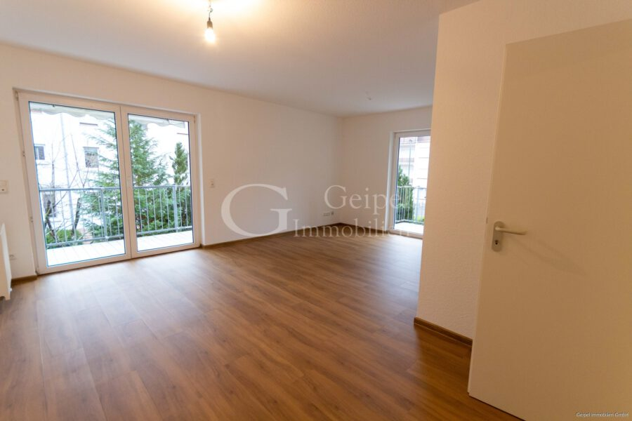 VERMIETET Neuer Fußboden - neues Bad - Wohnbereich Bild 1
