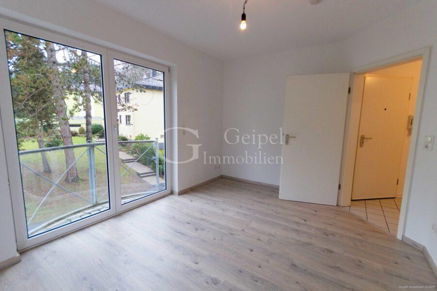 VERMIETET Neuer Fußboden - neues Bad - Schlafzimmer Bild 2