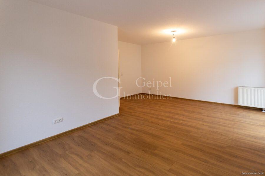 VERMIETET Neuer Fußboden - neues Bad - Wohnbereich Bild 2