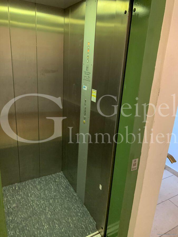 VERMIETET Neuer Fußboden - neues Bad - Aufzug
