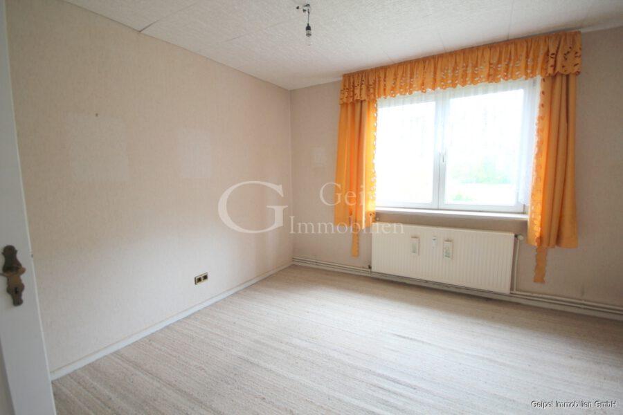VERKAUFT Günstige Wohnung, Renovierung erforderlich - Wohnzimmer