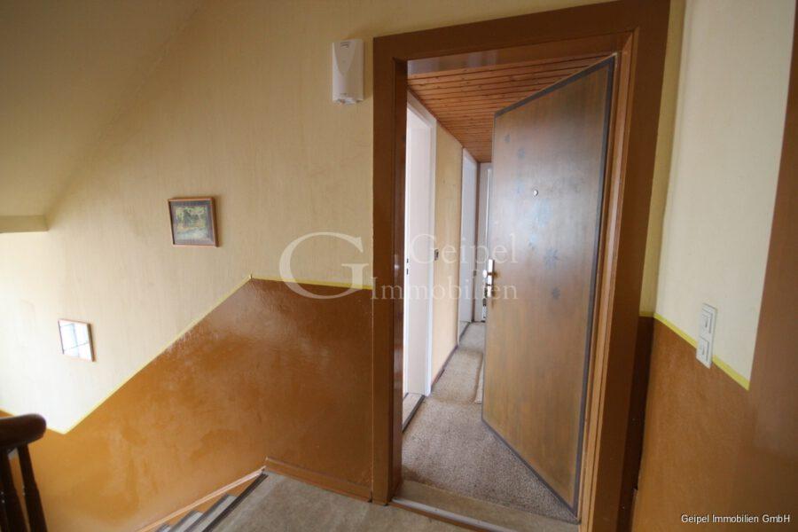 VERKAUFT Günstige Wohnung, Renovierung erforderlich - Wohnungseingang