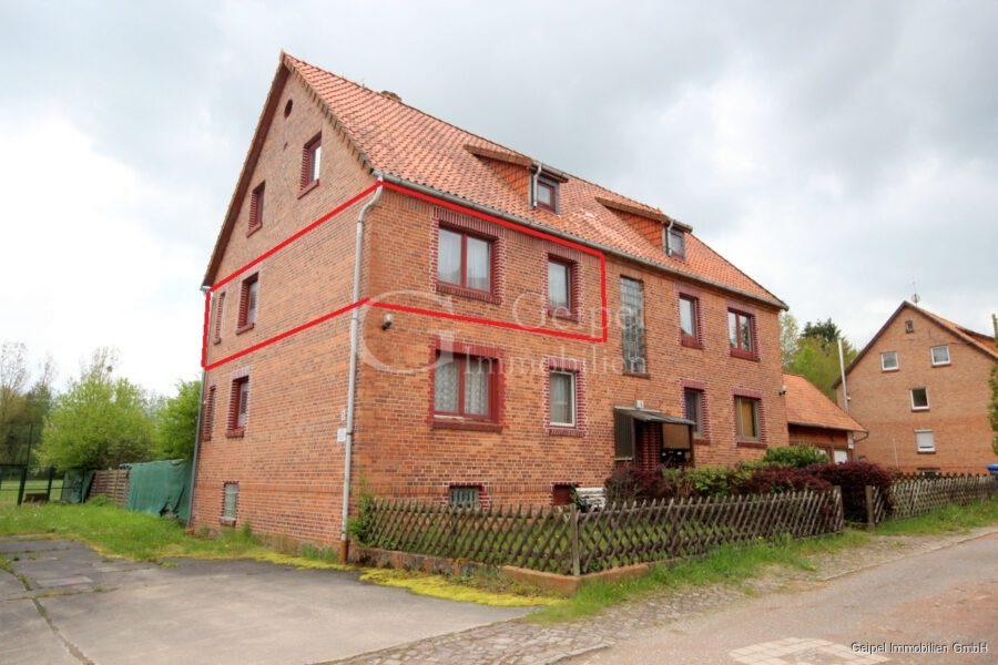 VERKAUFT Günstige Wohnung, Renovierung erforderlich - Front mit linker Seite