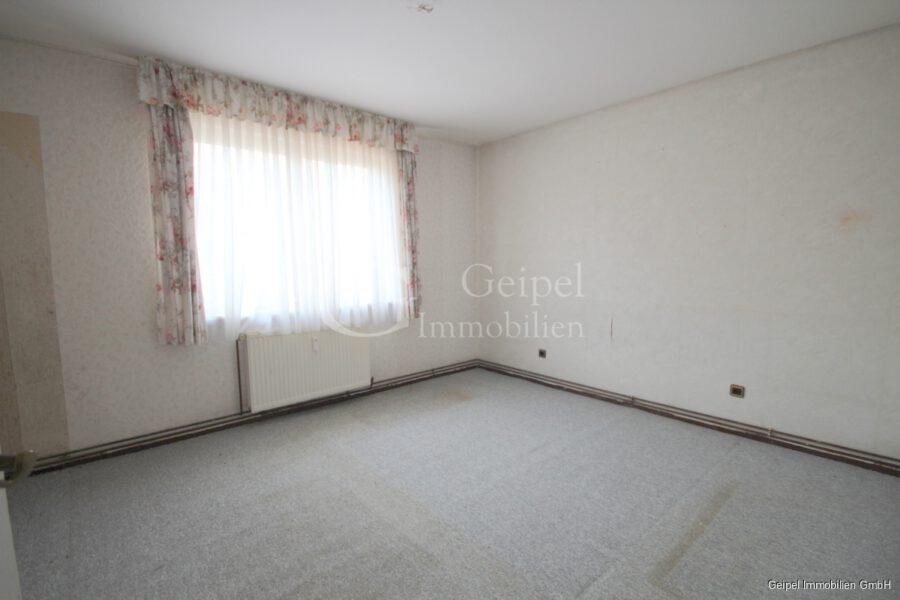 VERKAUFT Günstige Wohnung, Renovierung erforderlich - Schlafzimmer