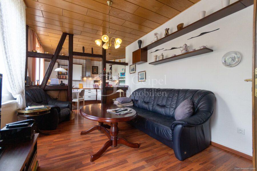 Ruckzuck in der Stadt - ohne Gartenarbeit - EG Wohnzimmer mit offener Küche Foto 1