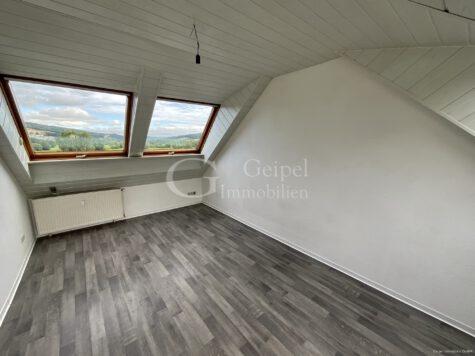 VERMIETET Dachgeschoss mit Fahrstuhl & Einbauküche, 63607 Wächtersbach / Aufenau, Dachgeschosswohnung