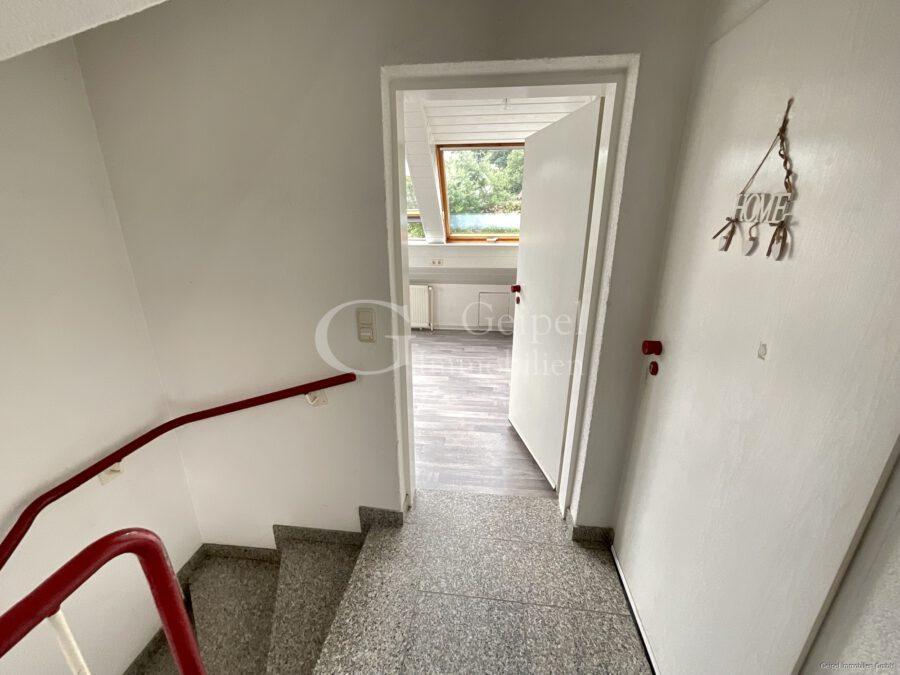 VERMIETET Dachgeschoss mit Fahrstuhl & Einbauküche - Eingang