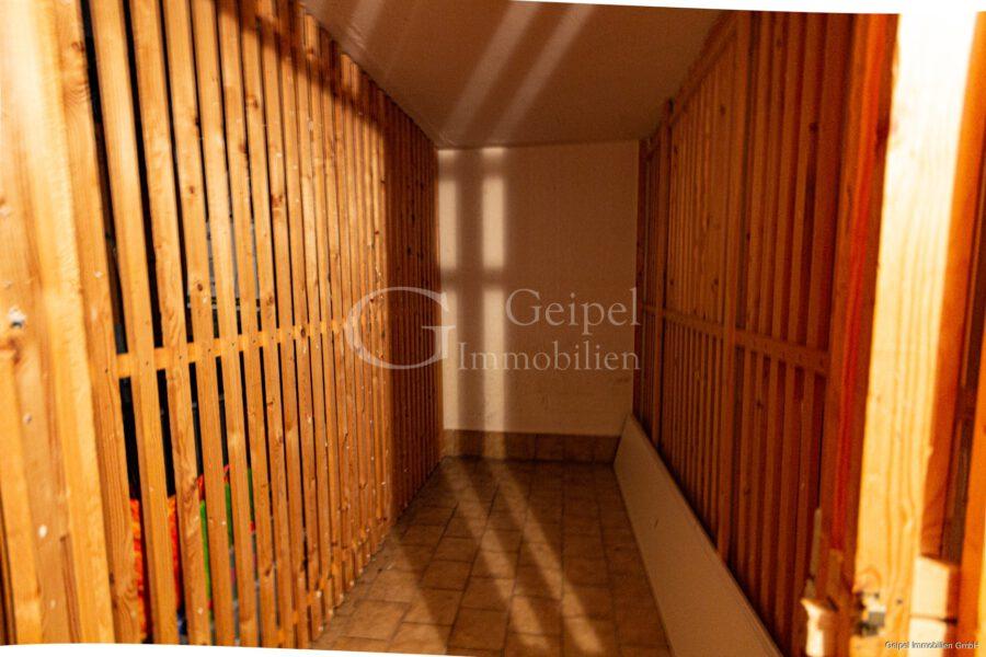 VERMIETET Dachgeschoss mit Fahrstuhl & Einbauküche - Kellerabteil
