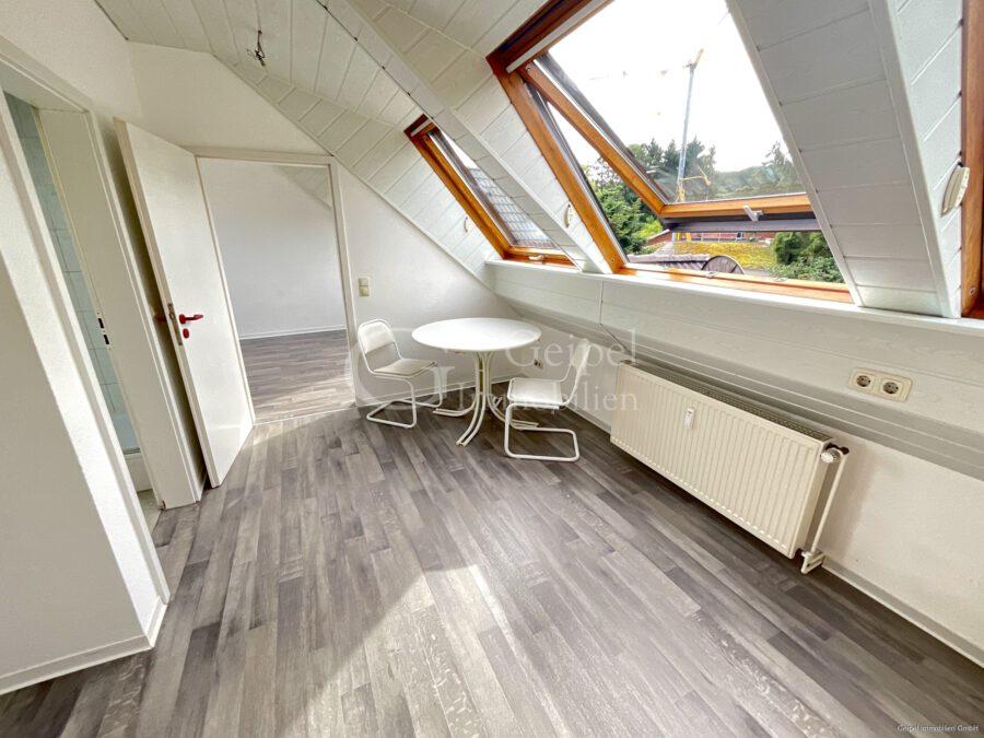 VERMIETET Dachgeschoss mit Fahrstuhl & Einbauküche - Essbereich