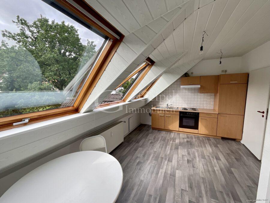 VERMIETET Dachgeschoss mit Fahrstuhl & Einbauküche - Essbereich mit Küche