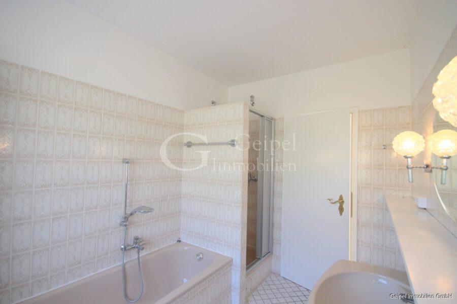 VERMIETET Großes Wohnhaus mit Fernsicht - Bad im Obergeschoss