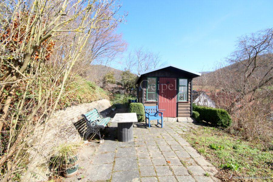 VERMIETET Großes Wohnhaus mit Fernsicht - Kleine Gartenhäuschen