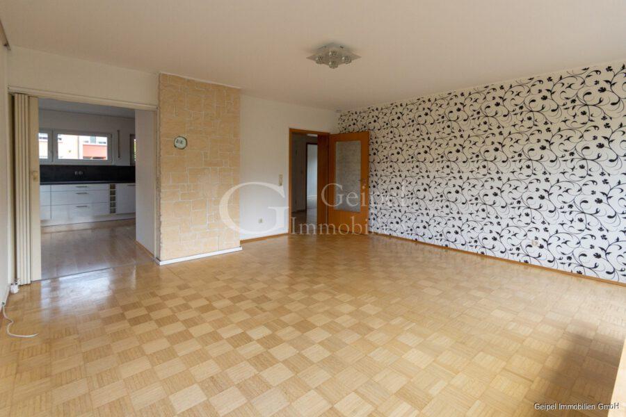 Vermietet - Wohnbereich mit Blick zur Küche und Flur