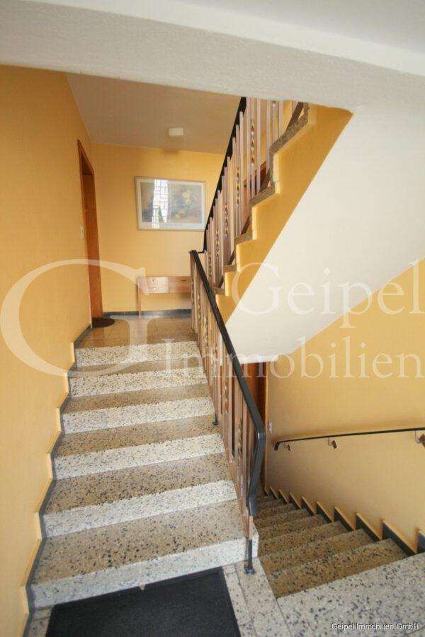 VERMIETET Dachgeschosswohnung in beliebter Lage - Treppenhaus