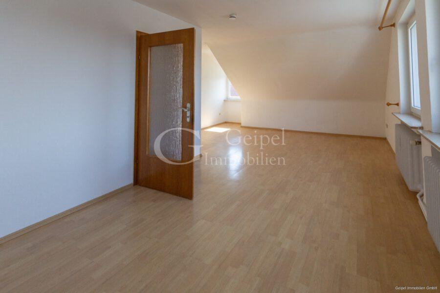 VERMIETET Dachgeschosswohnung in beliebter Lage - Wohnzimmer Bild 2