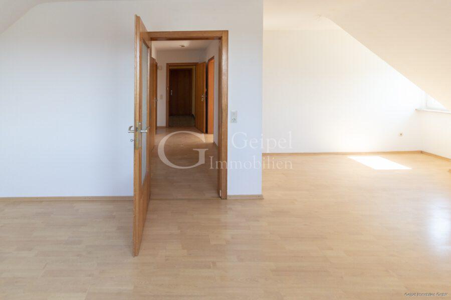 VERMIETET Dachgeschosswohnung in beliebter Lage - Wohnzimmer