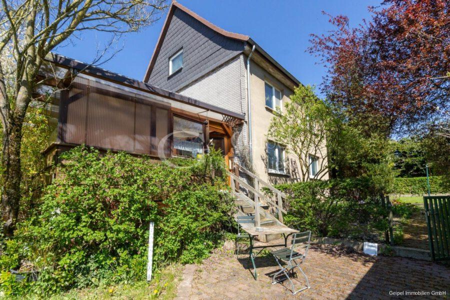 VERKAUFT 1-2 Familienhaus - neue Heizung - Rückansicht mit Eingang Veranda
