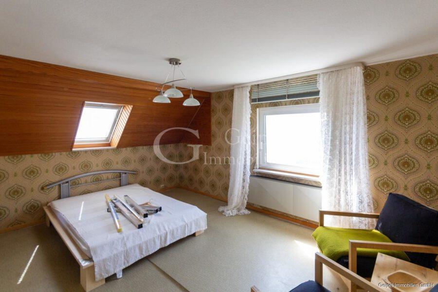 VERKAUFT 1-2 Familienhaus - neue Heizung - DG - Zimmer 2