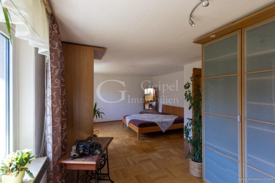 VERKAUFT 1-2 Familienhaus - neue Heizung - OG - Schlafzimmer